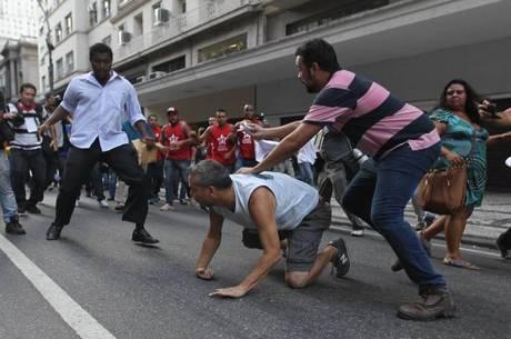 Ato é marcado por  tumulto no centro do Rio