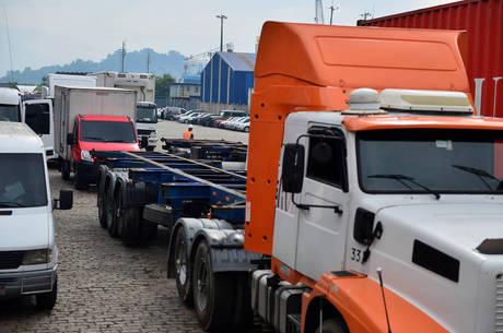 No Porto de Santos, o movimento estava tranquilo na manhã de hoje. O R7 foi ao local ouvir queixas dos caminhoneiros (clique na foto e saiba mais)