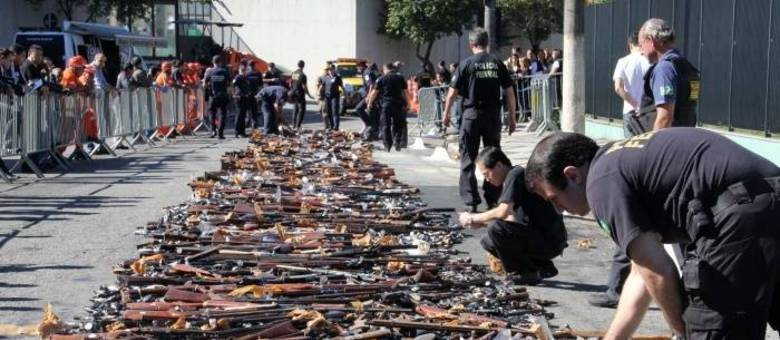 Armas entregues durante campanha do desarmamento