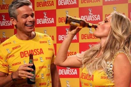 Flávia Alessandra aparece em evento um dia após faltar a tribunal