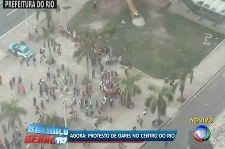 Garis se reúnem para manifestação no centro do Rio