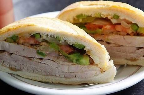 Mitológico sanduíche de pernil