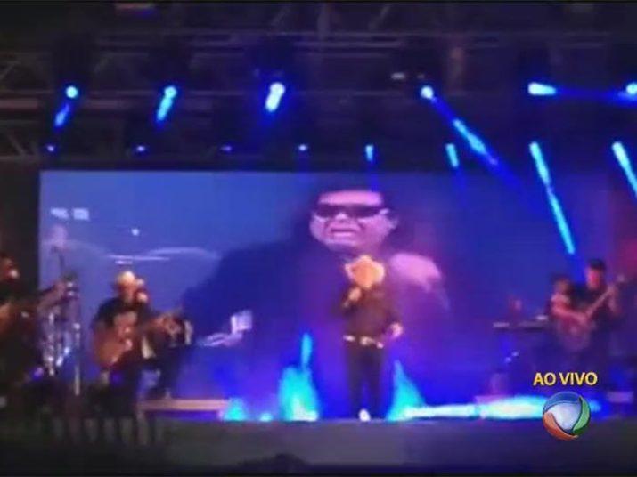 A emoção tomou conta do show principalmente no momento em que apareceu José Rico cantando no telão+Gian e Giulliano cantam 'Estrada da Vida' em homenagem ao José Rico