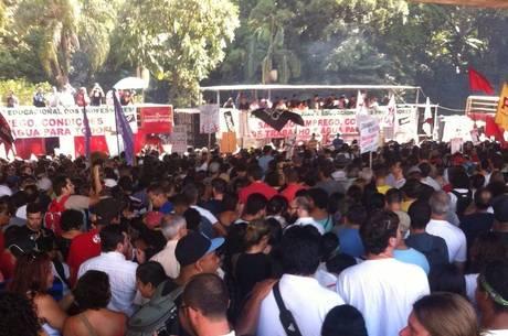 Assembleia de 27 de março reuniu 60 mil pessoas, segundo Apeoesp