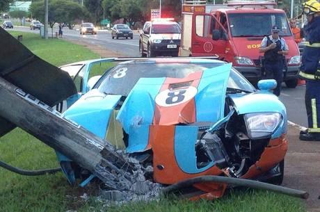 O empresário Basile Pantazis perdeu o controle do Ford GT ao sair de um posto de gasolina no Lago Sul