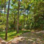 No bairro Sion, o Parque Municipal Mata das Borboletas atrai visitantes que se impressionam com a área verde na cabeceira da Serra do Curral. Ele possui duas nascentes que abastecem a Bacia do Córrego Acaba-Mundo e até um lago artificial <br><br>