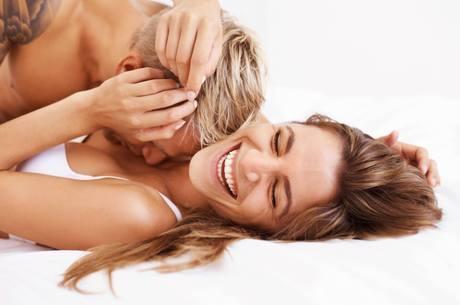 Comunicação entre o casal ajuda a apimentar a relação