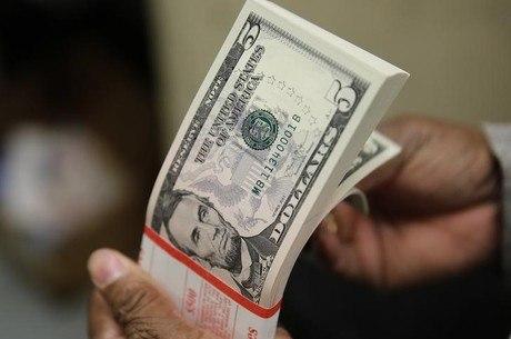 O dólar abriu em alta contra o real nesta terça-feira (22)