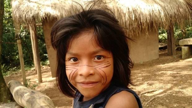 As crianças são muito simples e curiosas. Entre palavras em Guarani e português, se comunicam de forma carinhosa