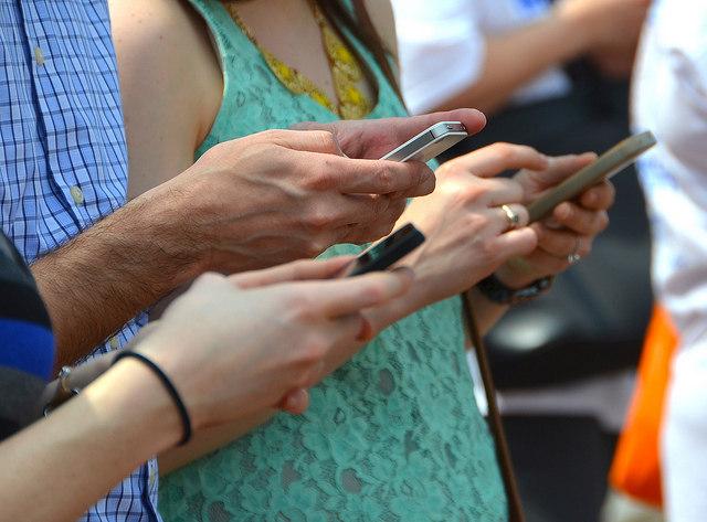 Nomofobia: uso excessivo de celular pode levar à ansiedade, tremor e até depressão