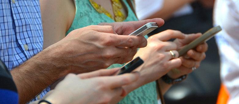 Resultado de imagem para uso de celular por milhoes de pessoas