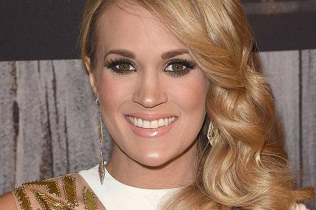 Carrie Underwood é obrigada a quebrar janela do carro