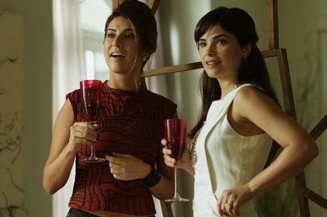 Fernanda Paes Leme (de vermelho) faz a amiga de Vanessa Giácomo (de branco) e é o destaque no elenco de Divã a 2