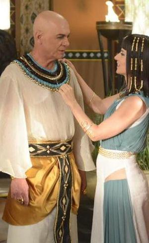 O faraó coloca o povo egípcio à frente da família em Os Dez Mandamentos