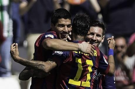 Barça atropela Córdoba por 8 a 0, põe pressão no Real e rebaixa adversário
