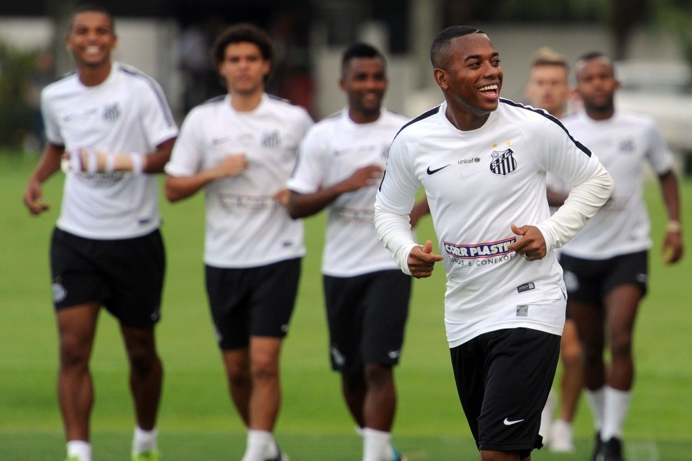 Robinho reitera desejo de ficar no Santos, mas avisa: 'Vou jogar onde for melhor pra mim'