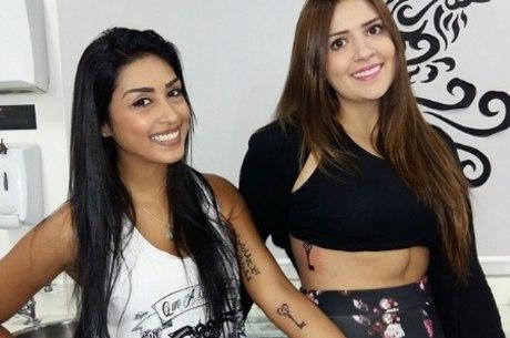 Amanda e Tamires selaram a amizade com uma tatuagem