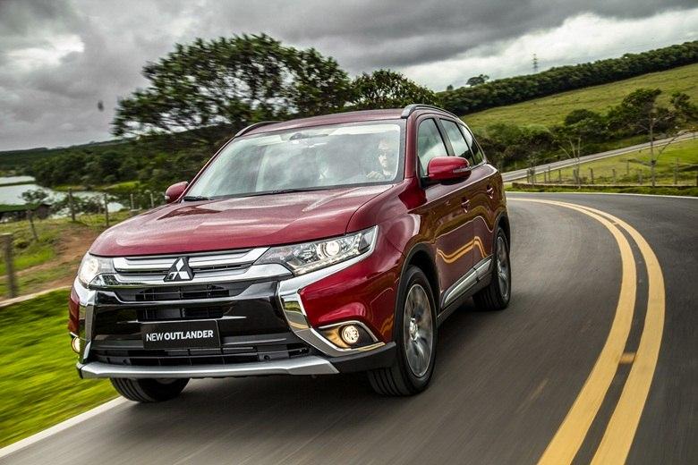 Aceleramos: mais 'salgado', novo Mitsubishi Outlander conquista pelo conforto familiar
