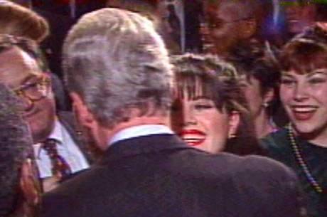 Durante a gestão de Bill Clinton escândalo envolvendo a ex-estagiária gerou um processo de impeachment