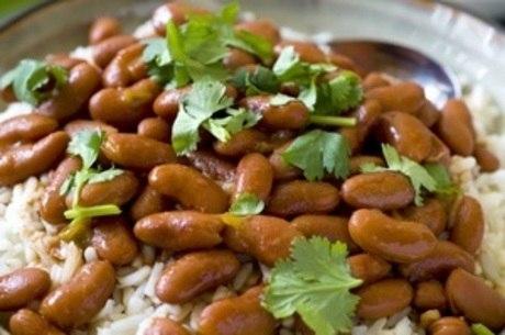 A dupla arroz e feijão deve fazer parte do prato todos os dias