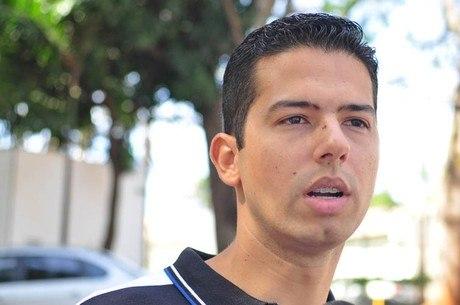 José Flávio Zanatta trabalha há quase dez anos como copiloto