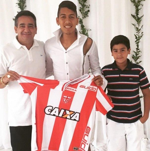8e4aa5d8078a9 Neymar é flagrado  disfarçado  com camisa do Palmeiras - Fotos - R7 ...