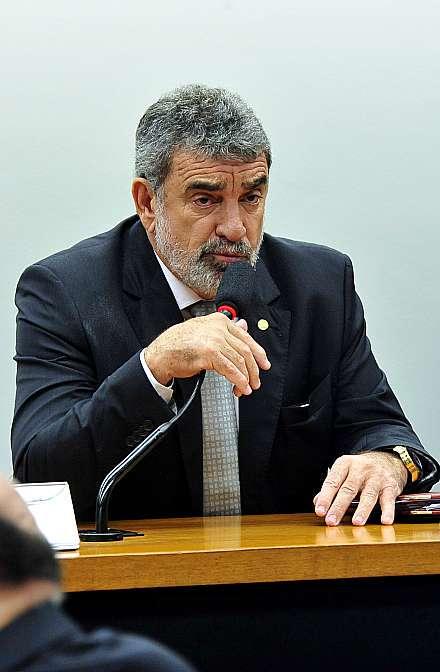 Relator defende redução da maioridade penal e propõe referendo