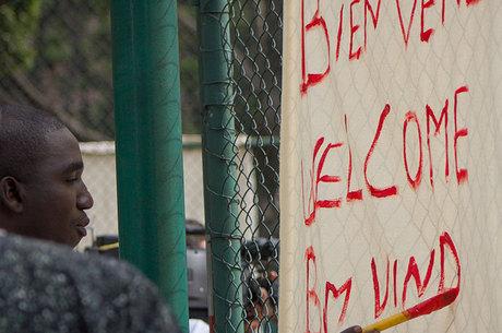 Projeto ajuda refugiados a darem aulas de idiomas para paulistanos