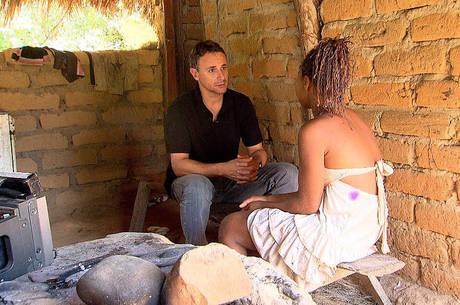 Repórter Lúcio Sturm e entrevistada