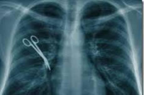Objetos ainda são esquecidos em pacientes durante cirurgias