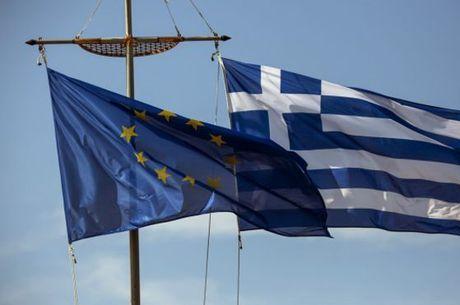 Até sexta-feira (26), o BCE estava estendendo quase 89 bilhões de euros (US$ 99,4 bilhões) em assistência aos bancos gregos