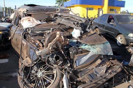 Land Rover capotou no acidente que matou o cantor e a namorada