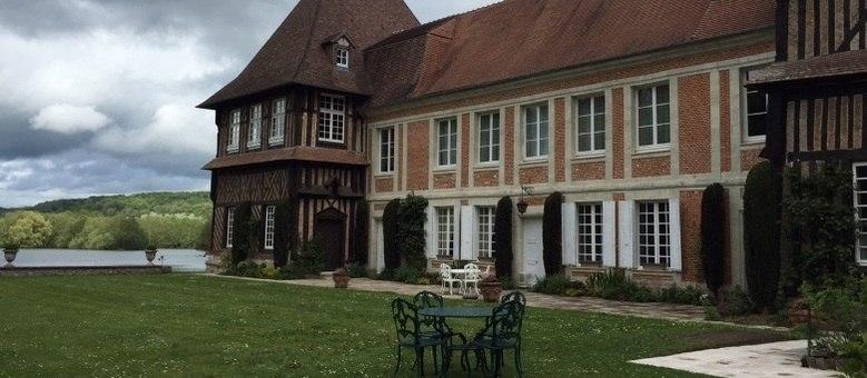 Chateau du Breuil, o castelo francês que virou uma destilaria de calvados, oferece degustação da bebida