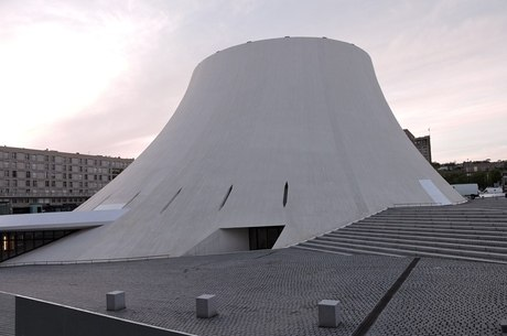 Le Voncan, de Niemayer, fica em Le Havre, na França