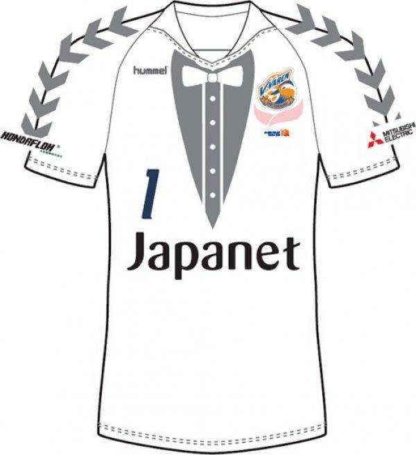 """50f1d07d93f0a Time da segunda divisão do Japão lança """"uniforme-smoking"""" para ..."""