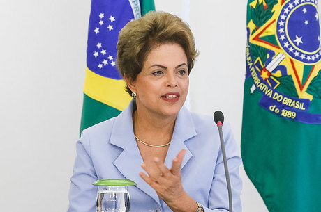 Cardozo disse que Dilma sofre preconceito pelo fato de ser mulher