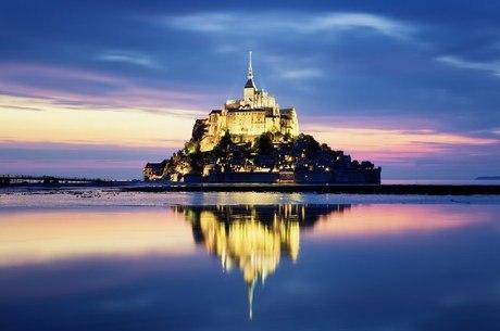 Mont Saint Michel encanta o turista com arquitetura medieval
