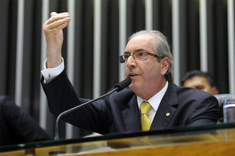 Grupo de parlamentares contesta postura do presidente da Câmara