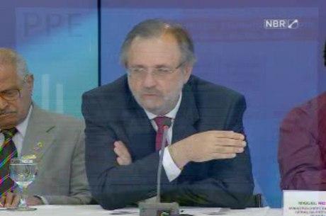 O ministro-chefe da Presidência, Miguel Rosseto, durante anúncio do PPE no Palácio do Planalto