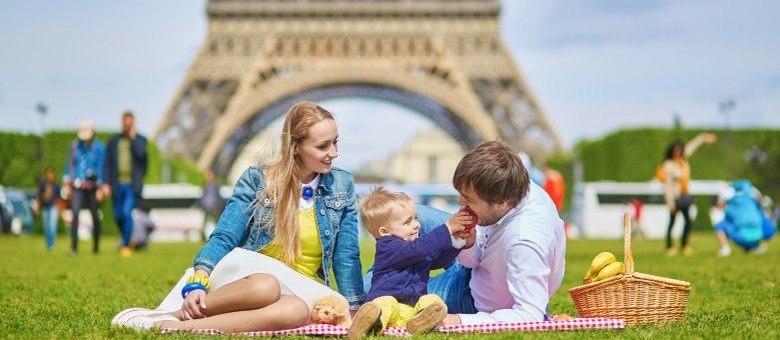 Picniques, parques e cantinhos imperdíveis de Paris estão no guia que ajuda a planejar a viagem com crianças
