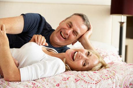 Sintomas da menopausa que atrapalham a vida sexual da mulher podem ser tratados com cremes e procedimentos a laser