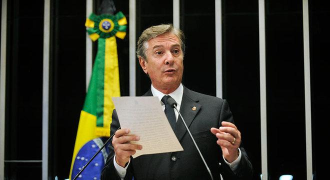 O senador Fernando Collor pediu perdão aos brasileiros pelo confisco da poupança