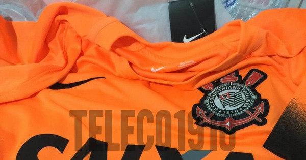 Loja vaza novo terceiro uniforme laranja do Corinthians - Lance - R7 Futebol 20dfce9c5e149