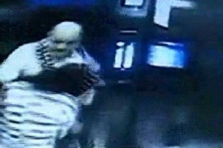 Vítima foi agredida e roubada pelo ex-patrão dentro do elevador