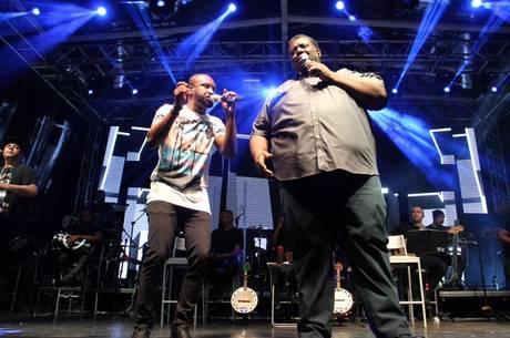 Thiaguinho e Péricles cantaram com Chrigor sucessos do Exaltasamba na noite deste domingo (26) no Rio