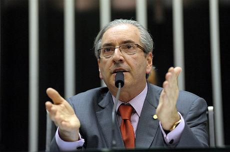 Alerta deu um início a uma investigação formal, que resultou em um congelamento dos ativos de Cunha e de parentes