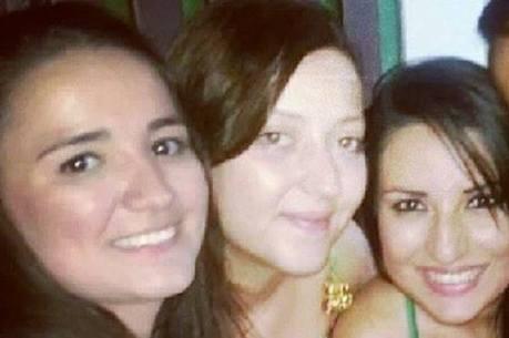 As amigas Michele Alvez, Mayara Arnez Clemonini e Mayara Damasio são moderadoras de uma página de desapego de roupas femininas