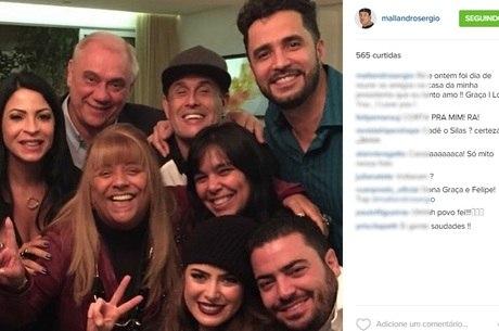 Latino e Rayanne Morais aparecem juntos em foto com amigos