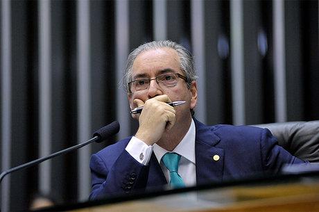 Faltavam informações básicas como CPF e reconhecimento de firma nos pedidos arquivados por Cunha