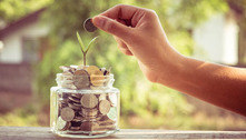 Veja passo a passo de como guardar dinheiro para momentos de crise